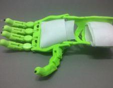 protesis de mano Cyborg Beast