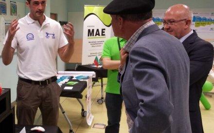 Con el ex-lehendakari Ibarretxe explicándole aplicaciones chulas de Impresión 3d
